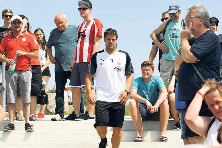 FSV-Trainer Torsten Ziegner setzt vor allem auf die bedingungslose Unterstützung der Zwickauer Fans.