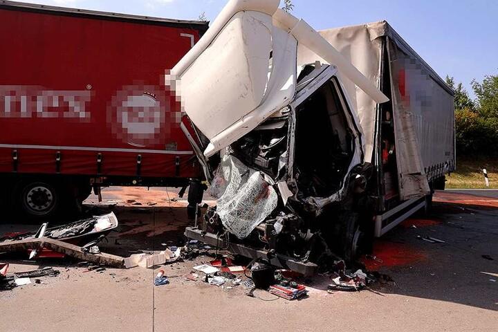 Das Fahrerhaus total zerstört.