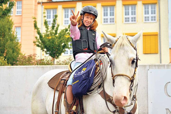 Die Sechstklässlerin ist leidenschaftliche Western-Reiterin. Auf die kuriose Idee brachte sie Opa Bernd (58).