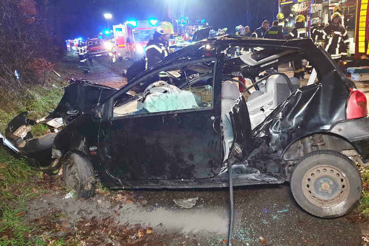 Das Auto war nach dem Zusammenprall stark beschädigt.