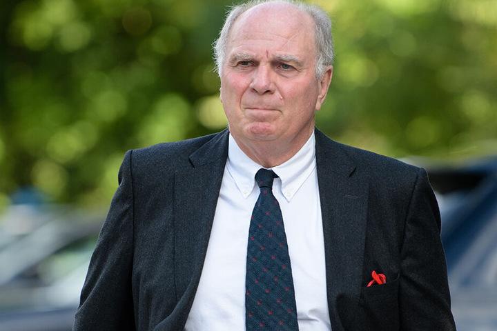 Auch wenn sich Uli Hoeneß nicht mehr zur Wahl des Präsidenten zur Verfügung stellen will, seine Bayern verteidigt er wohl ein Leben lang.
