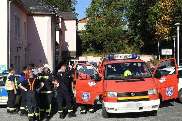 Kameraden der Feuerwehr sind in Polenz eingetroffen.