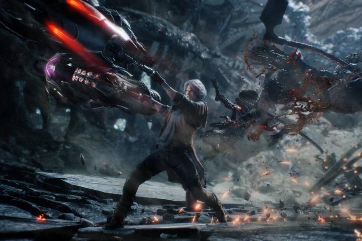 Serienheld Dante stockt hingegen zunehmend sein Waffenarsenal unter anderem mit Raketenwerfern und Motorrad-Schwertern auf und verfügt zudem über den wohl vielfältigsten Kampfstil.