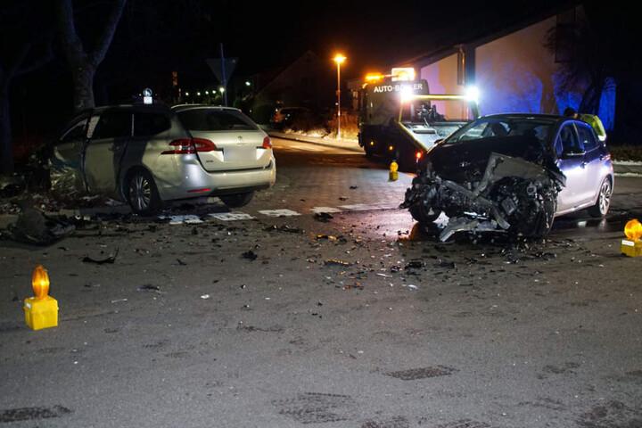 Ein 19-Jähriger war auf die Kreuzung gefahren, ohne auf die Vorfahrt zu achten.