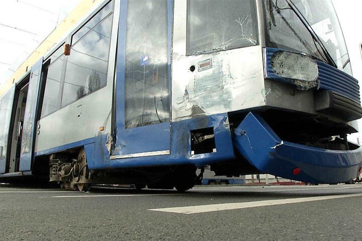 Glücklicherweise saßen in der Straßenbahn keine Passagiere, als der Unfall passierte.