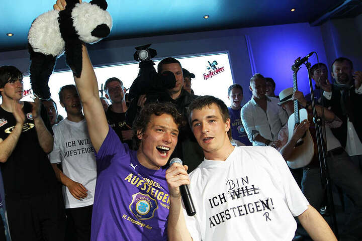 Gemeinsamer Erfolg: Martin Männel (r.) und Marc Hensel 2010 nach dem Aufstieg in die 2. Bundesliga. In 181 Spielen standen sie gemeinsam auf dem Rasen.