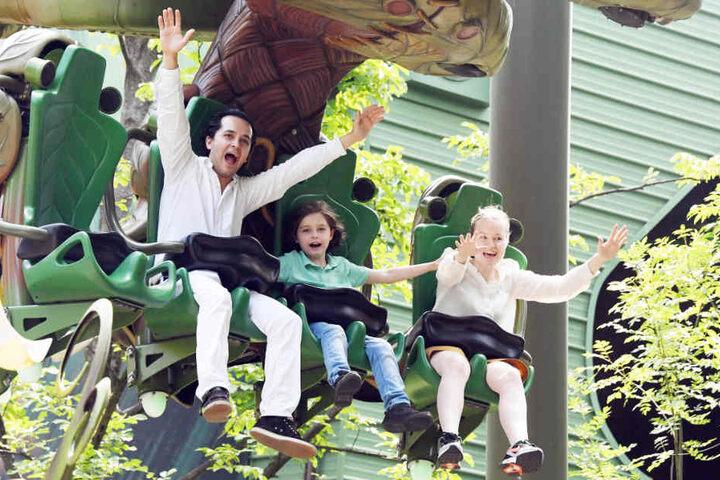 Der Spaß stand im Europa-Park im Vordergrund: Laurent und seine Eltern Alexander und Lydia.