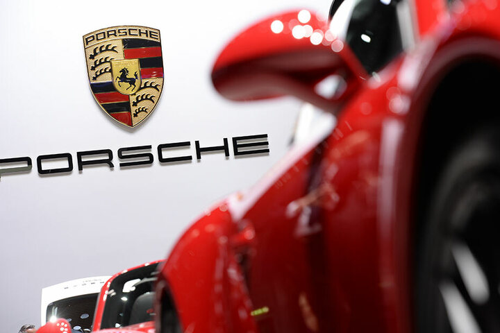 Und auch Porsche muss einige Fahrzeuge zurückrufen