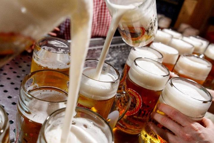 Die Bande hinterzog Biersteuern im großen Stil. (Symbolbild)