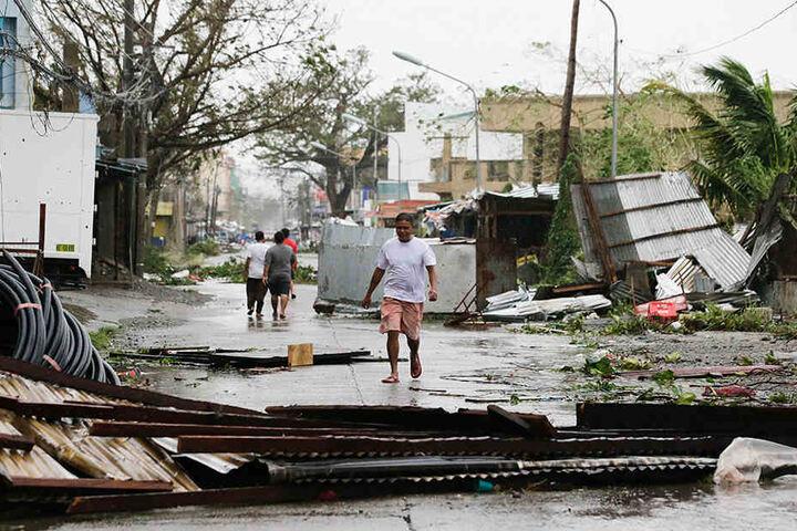 """""""Mangkhut"""" ist im Norden der philippinischen Hauptinsel Luzon mit Wucht auf Land getroffen."""