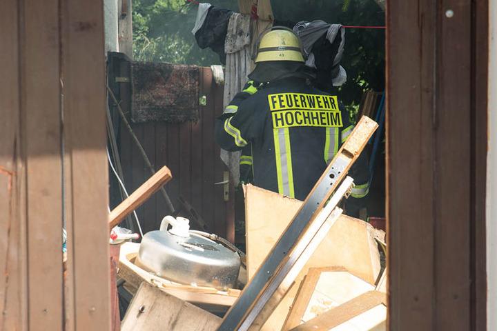 Die Feuerwehr Hochheim versuchte das Feuer in den Griff zu kriegen.