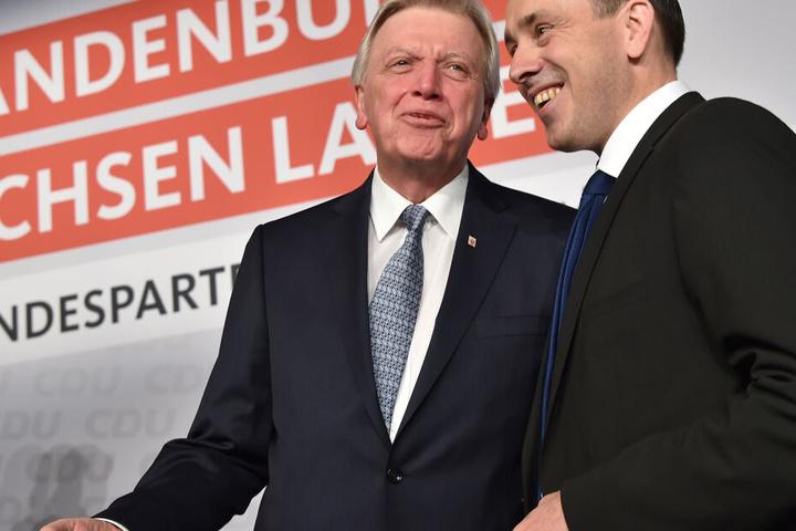 Volker Bouffier im Gespräch mit Ingo Senftleben (re.).
