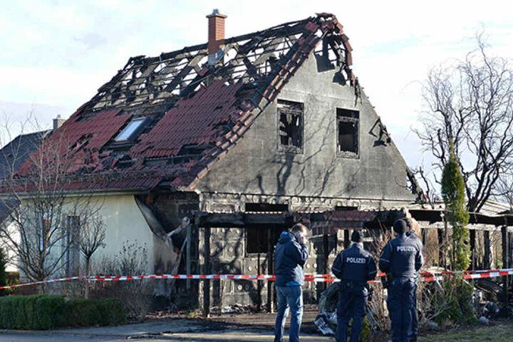 Binnen weniger Minuten hatten die Flammen das gesamte Gebäude ergriffen, wüteten gnadenlos.