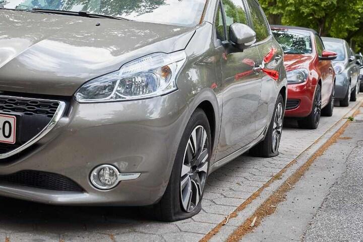 Die meisten beschädigten Autos haben ein ausländisches Kennzeichen.