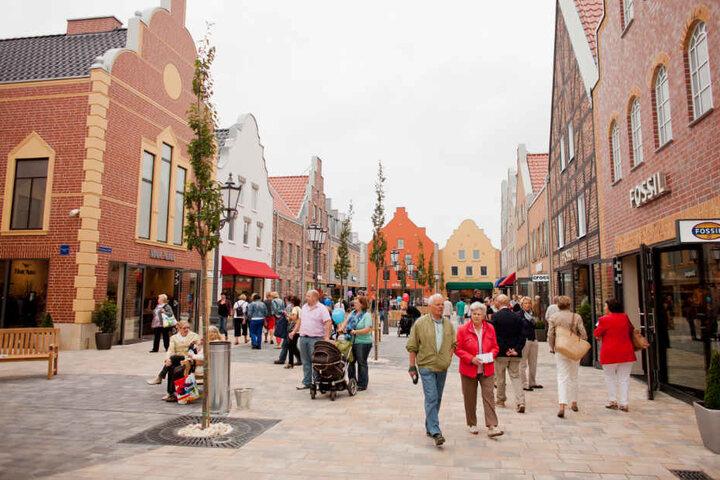 """Das Factory-Outlet-Center im münsterländischen Ochtrup hat für Besucher geöffnet. Große Einkaufszentren """"auf der grünen Wiese"""" sollen in NRW nur noch unter strikten Auflagen genehmigt werden."""