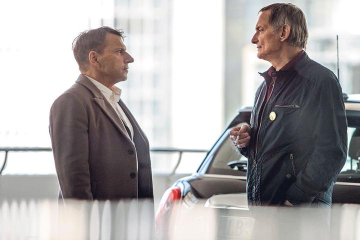 """Wie Redford in """"Die Unbestechlichen"""": Lannert (Richy Müller, 62) trifft einen Enthüllungs-Journalisten (Christoph Hochrichter, 71) im Parkhaus."""