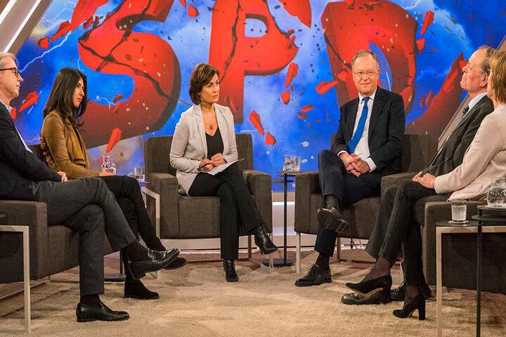 Die Talk-Runde im Ganzen: v.l.n.r. Wolfgang Herles (Journalist), Serap Güler, CDU (Bundesvorstand), Stephan Weil, SPD (Ministerpräsident Niedersachsen), Rudolf Dreßler, SPD (ehem. Präsidiumsmitglied) und Christiane Meier (Journalistin).