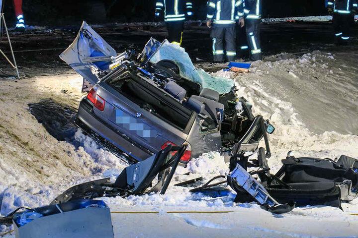 Der BMW wurde bei dem Unfall komplett zerstört.