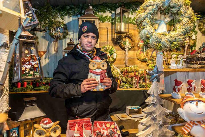 Pierre Quandt (27) ist zum ersten Mal auf dem Striezelmarkt. Er hofft auf  bessere Geschäfte in den kommenden Wochen.