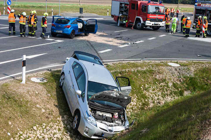 Böses Ende: Der Wagen kam nach dem Zusammenstoß erst in einem Graben zum Stehen.
