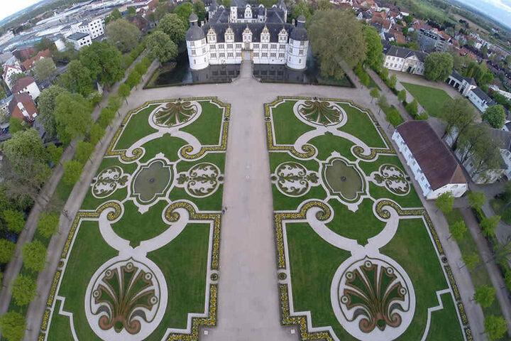 Auch das Schloss Neuhaus im gleichnamigen Paderborner Stadtteil bietet mit seiner großzügigen Grünfläche einen schönen Ort.