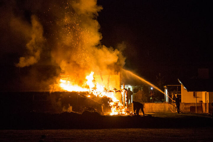 Kurz nach 05:30 Uhr kam es am Mittwoch Morgen in Ohorn auf der Röderstraße zu einem Schuppenbrand.