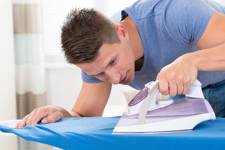 Faltenfreie Hemden: Mit dem Bügelkurs kann der Traum wahr werden.