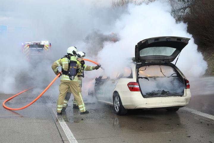 Der Fahrer und sein Fahrgast konnten sich retten.