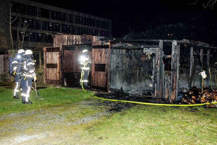 An dem Schuppen war auch ein Carport, das niederbrannte.
