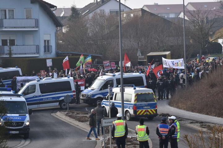 Der Protestzug lief bis jetzt friedlich.