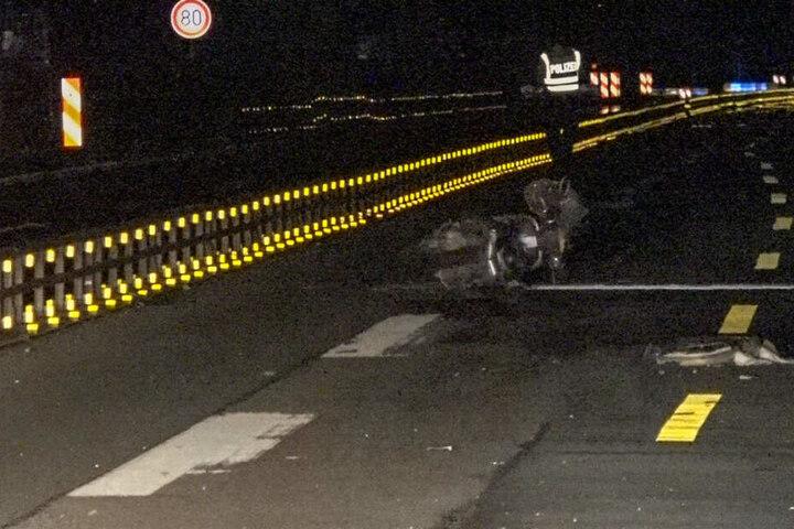 Der Motorradfahrer wurde bei dem Unfall lebensgefährlich verletzt, er starb wenig später im Krankenhaus.
