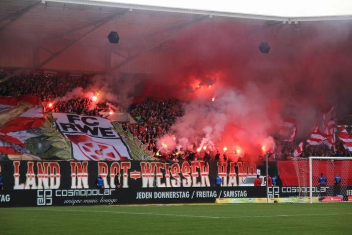In der Partie am 9. September soll Pyrotechnik gezündet sowie eine Fahne der Gäste durch Erfurter Fans verbrannt worden sein.