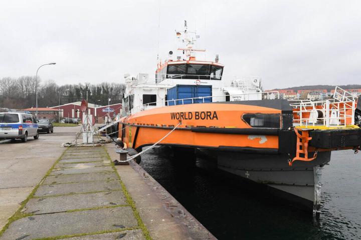"""Die """"World Bora"""" konnte noch aus eigener Kraft den Hafen in Sassnitz ansteuern."""