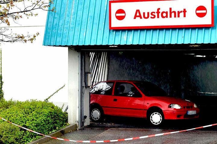 Während der Unfall-Ermittlungen war die Ausfahrt gesperrt.