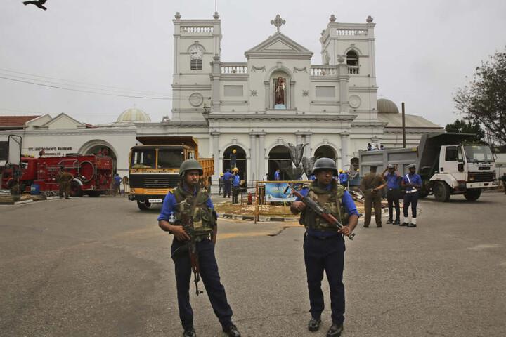 Marinesoldaten bewachen die Kirche St. Anthony's die auch Ziel der Anschläge vom Ostersonntag war.