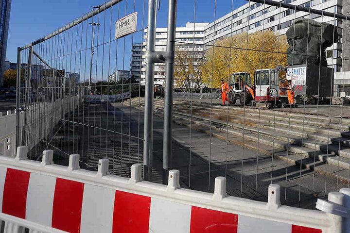 Wegen Bauarbeiten ist die Demo-Fläche am Karl-Marx-Monument bis Ende November gesperrt.