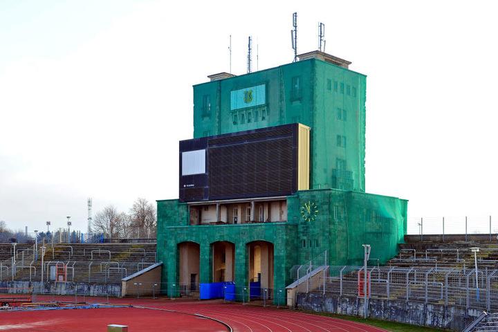 Der Marathon-Turm im Sportforum ist in die Jahre gekommen, sollte gar abgerissen werden.