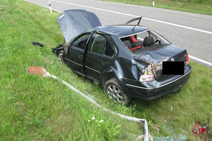 Beide Insassen des Autos kamen verletzt ins Krankenhaus.