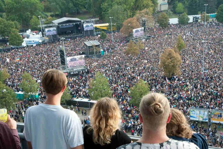 65.000 Besucher zog das Wir-sind-mehr-Konzert in Chemnitz an, machten diesen Satz zum wichtigsten Hashtag bei Twitter.