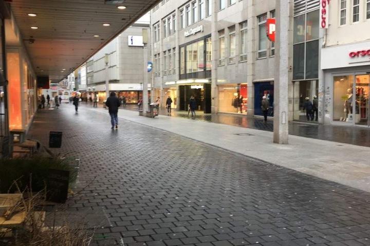 Die Bielefelder Innenstadt ist leer.