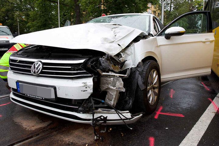 Der VW wurde vorne links erheblich beschädigt.