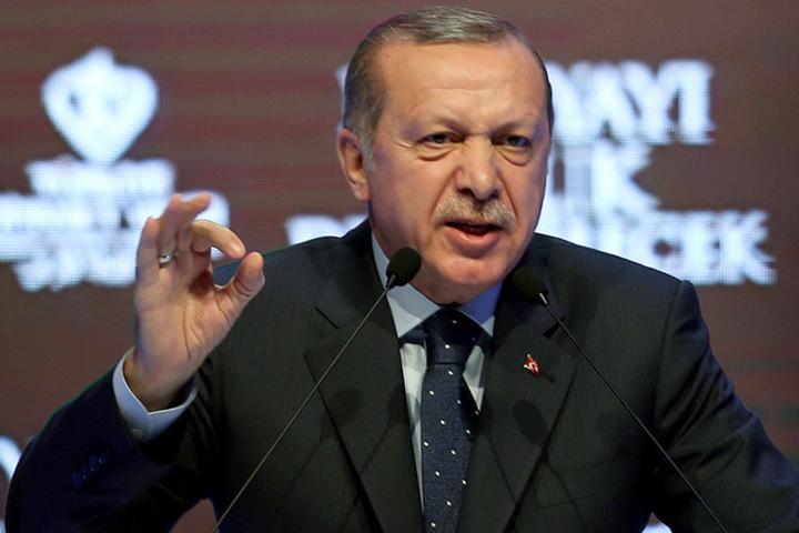 Seit Tagen zieht der türkische Präsident mit Nazi-Vergleichen den Zorn auf sich.