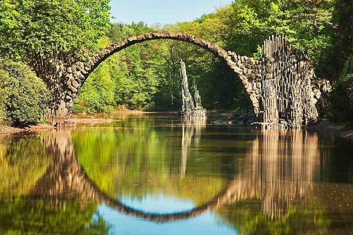 Die Rakotzbrücke ist in ernster Gefahr.