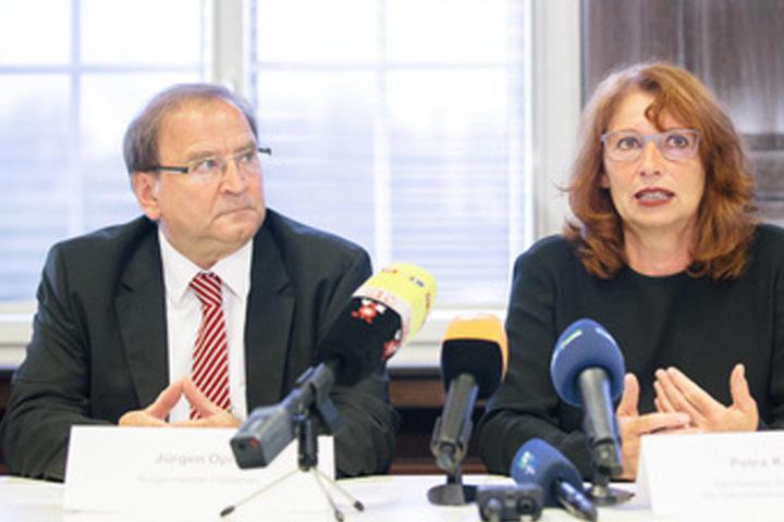Sachsens Integrationsministerin Petra Köpping (58, SPD) und der Heidenauer Bürgermeister Jürgen Opitz (CDU) gaben am Sonntag eine Pressekonferenz.