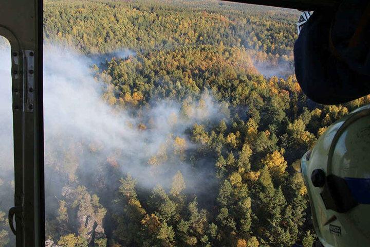 Aus der Luft war zu erkennen, wie stark die Rauchentwicklung bei dem Brand war.