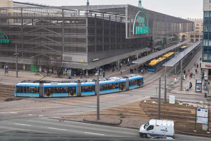Das Drehkreuz in der City bekommt ein neues Gesicht. Und die Bahnen können  dann auch geradeaus über die Bahnhofstraße fahren.