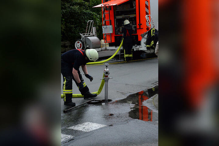 Das Feuer wurde durch die Berufsfeuerwehr aus Spexard gelöscht.