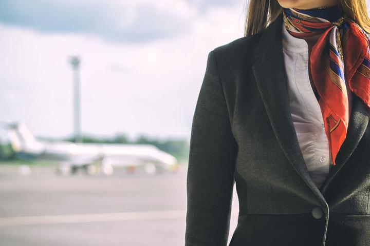 Die Stewardessen sind seit dem Vorfall nicht mehr arbeitsfähig.