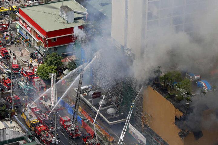 Mindestens vier Menschen sollen beim Feuer ums Leben gekommen sein.