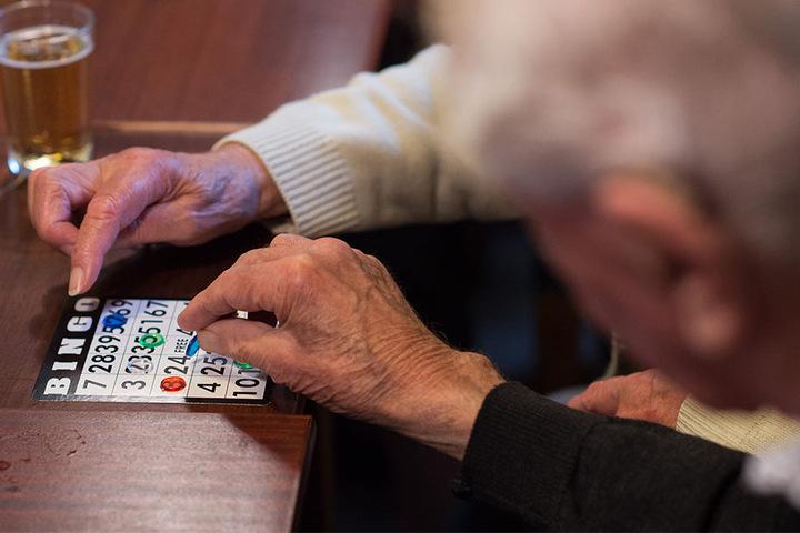 Immer mehr Senioren haben den Wunsch, tagsüber nicht allein zu sein, wenn ihre Angehörigen arbeiten müssen. Tagespflegen bieten Betreuung, Pflege und die Möglichkeit, am gesellschaftlichen Leben teilzunehmen. Die Nachfrage steigt.